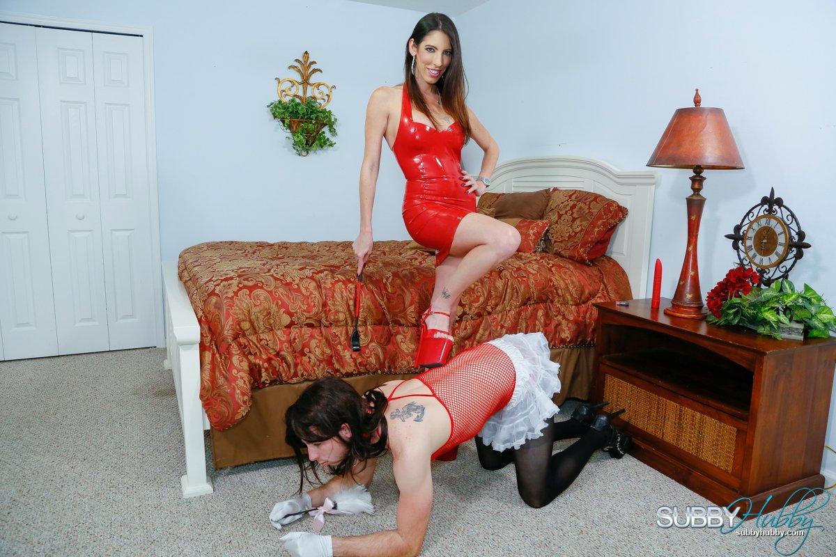 Long-limbed gf Dava Foxx has her crossdressing sissy idolization her feet in a crimson dress