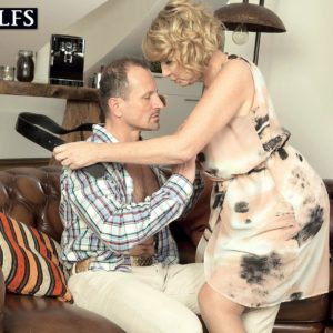Experienced ash-blonde broad gets around to giving a oral job after foreplay in tights