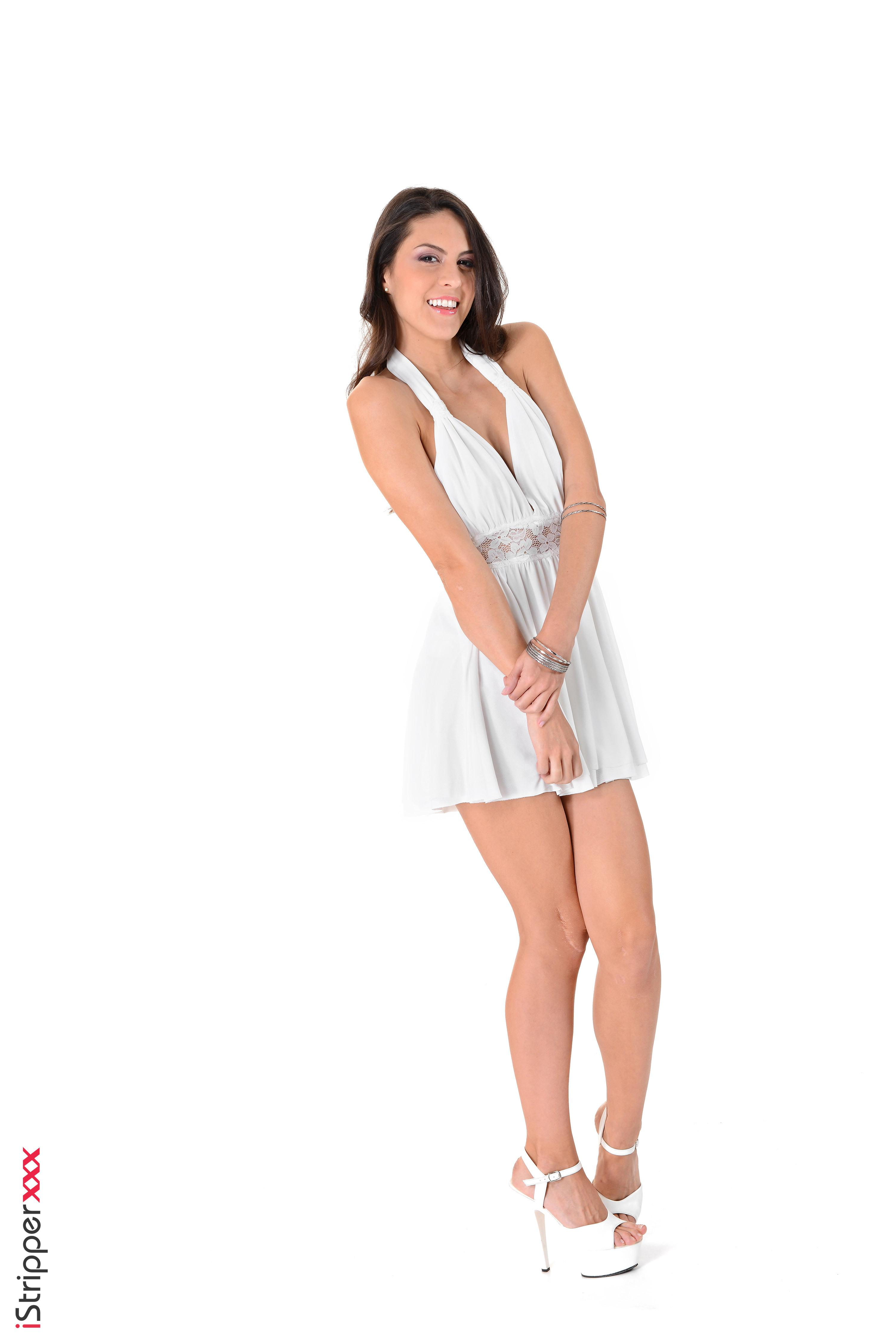 Stunner Carolina Abril takes off her milky sundress and undies before fingering her cootchie