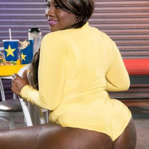 Ebony BBW Stacy Enjoy flaunts her enormous derriere in rump cut-offs and roller skates