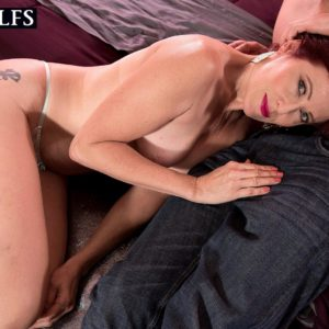 Experienced dame with crimson hair Dana Devereaux face sits her toy boy after delivering a oral job