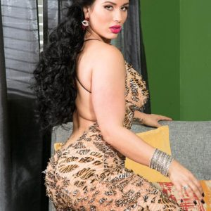 Non nude Latina female Carmen De Luz twerks her massive arse while seducing a man friend