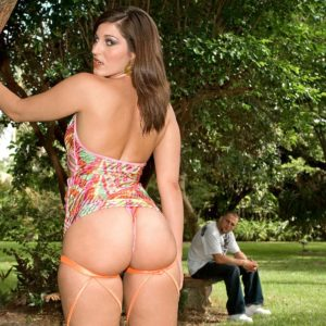 Alluring female Elizabeth James entices a guy by touting her jaw-dropping booty in bikini