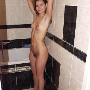 Flexible girl doffs a cheerleader uniform before playing with her coochie while naked